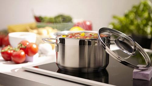 bếp từ dùng được nhiều loại nồi