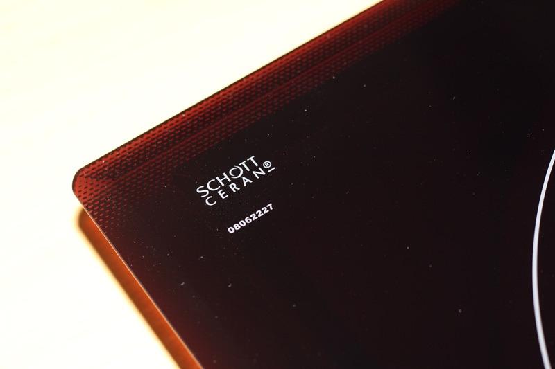 Mặt kính Schott Ceran có nguồn gốc xuất xứ được in nổi trên bề mặt