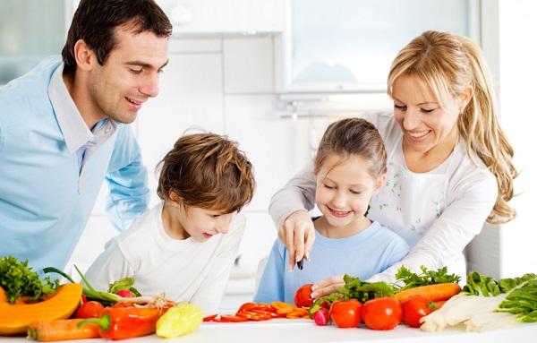 Gia đình vào bếp
