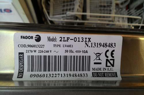 Máy rửa bát Fagor 2LF-013 IX có tem dán là sản phẩm chính hãng