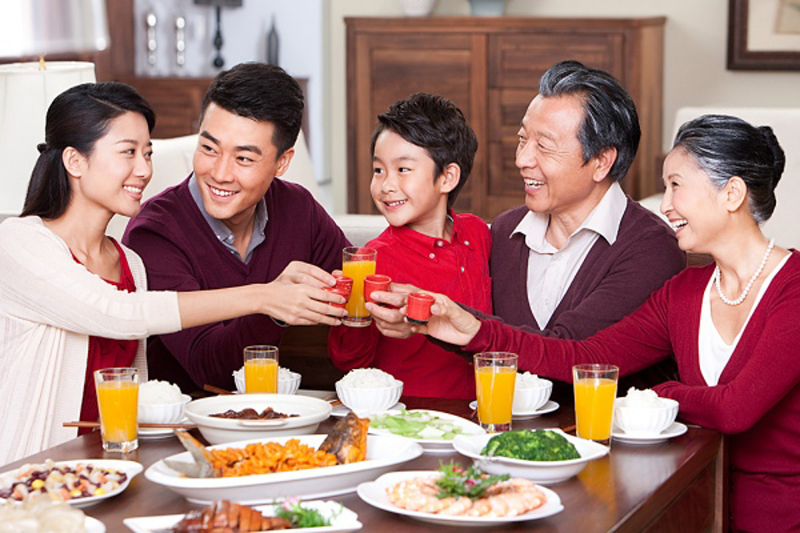 bếp vuông biểu tượng cho gia đình vui vẻ, hòa thuận