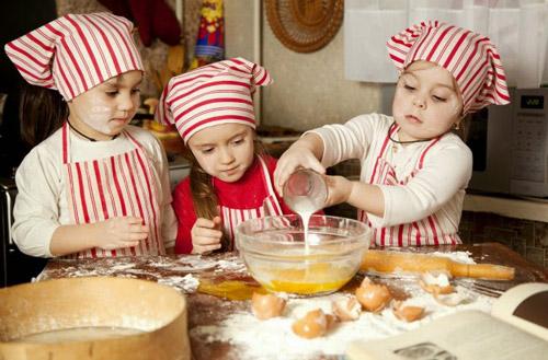 Luôn yên tâm khi trẻ nhỏ đùa nghịch trong bếp