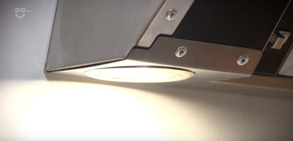đèn halogen trên hút mùi Amica OKC951S