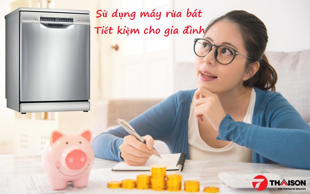 Sử dụng máy rửa bát, góp phần tiết kiệm cho gia đình.