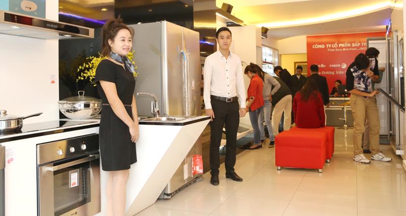 Nhộn nhịp mua sắm tại Siêu thị Bếp Thái Sơn