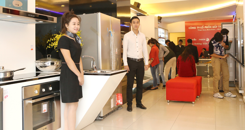 Bếp Thái Sơn những ngày đầu mở thêm Showroom 175 Nguyễn Lương bằng