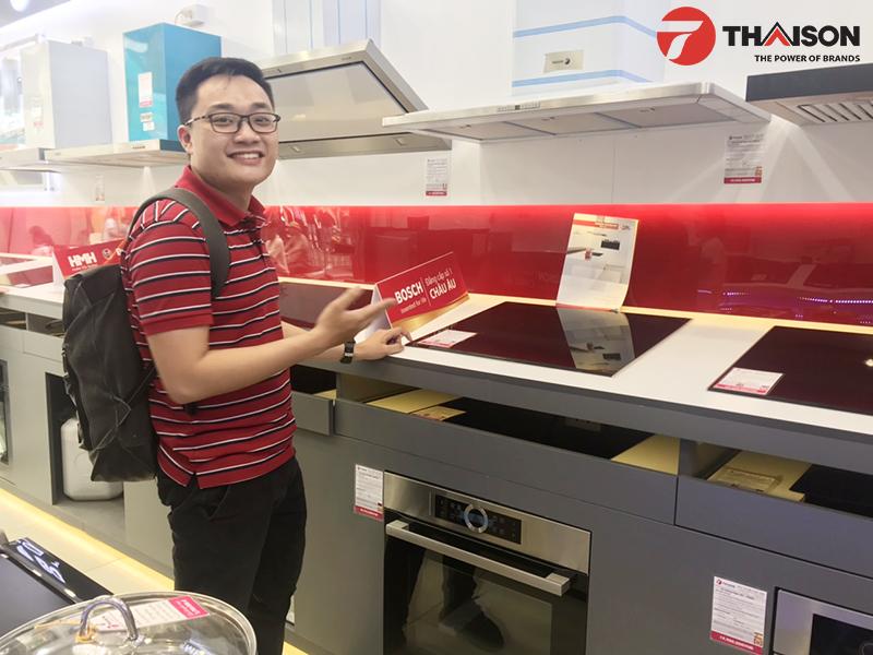 Khách hàng hài lòng khi mua bếp tại Bếp Thái Sơn