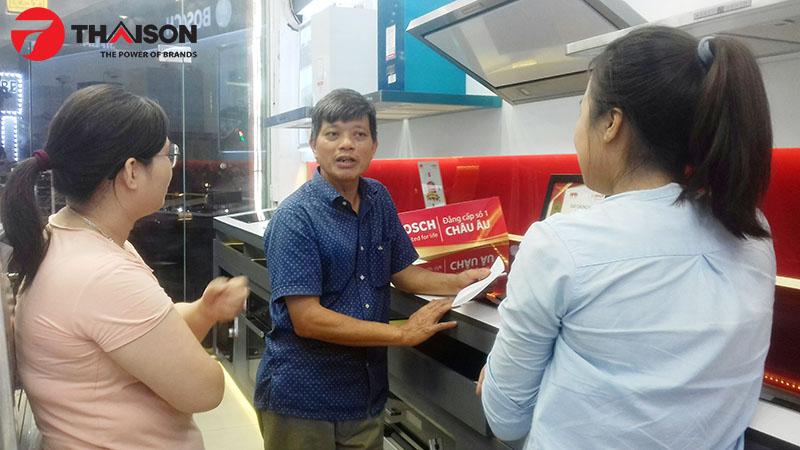 Ông Tuấn hài lòng về chất lượng sản phẩm và phong cách bán hàng của Bếp Thái Sơn