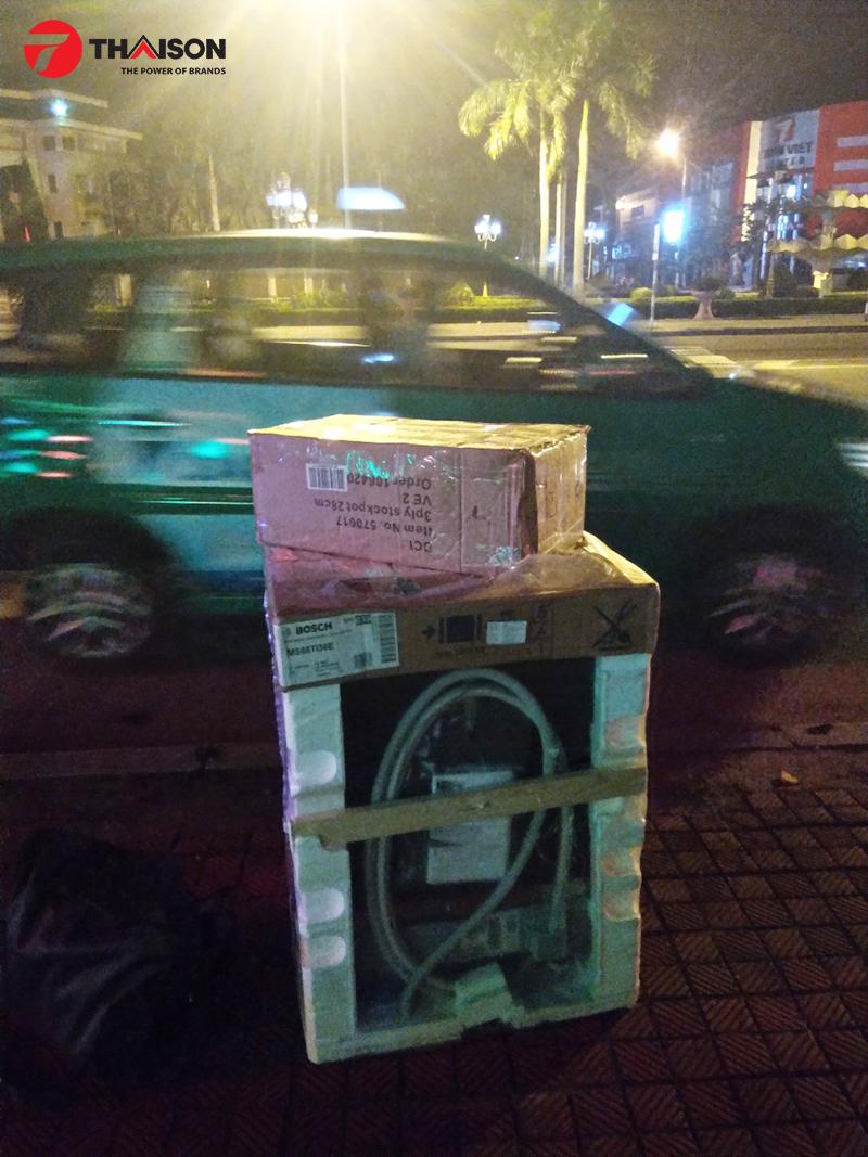 4h sáng kỹ thuật viên và thiết bị bếp khách đặt mua đã có mặt tại Quảng Bình
