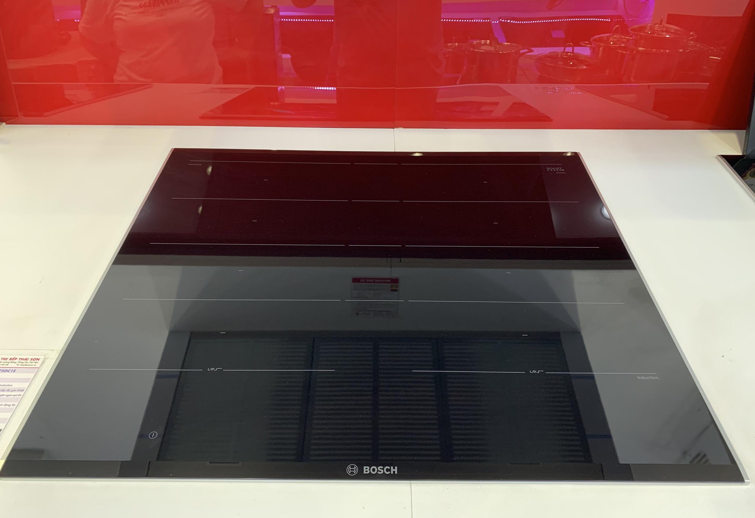 Bếp từ đa điểm Bosch PXY675DC1E.