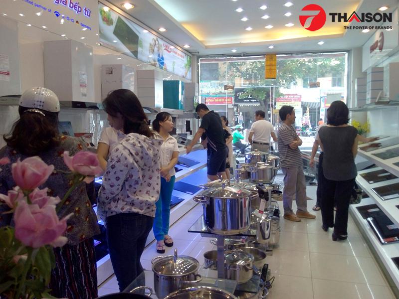 Chen chân mua bếp từ cuối năm tại Bếp Thái Sơn