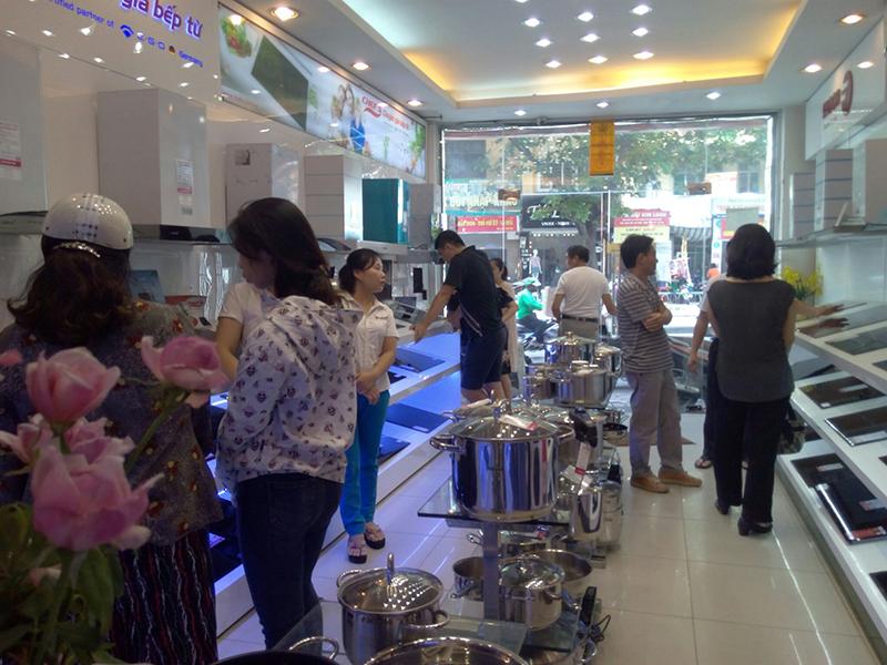 Cuối năm khách hàng tấp nập mua bếp từ tại Bếp Thái Sơn
