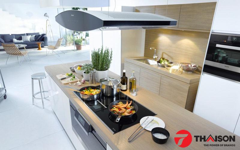 Bếp từ ba vòng từ trở lên xứng tầm không gian bếp lớn