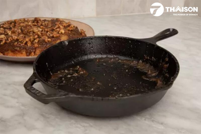 Lấy thức ăn ra đĩa ngay khi kết thúc nấu, rửa sạch, lau khô để bảo quản