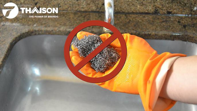 Không sử dụng bối rửa bằng thép để vệ sinh.
