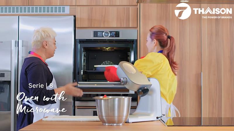 Lò nướng trong không gian bếp hiện đại.
