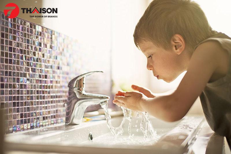 Nước bẩn: Nguy hiểm từ vòi
