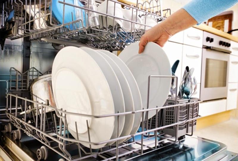 Có nên mua máy rửa bát không