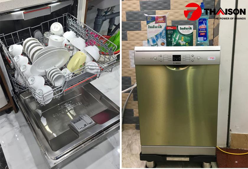So sánh máy rửa bát Bosch SMS6ZCI49E và SMS63L08EA