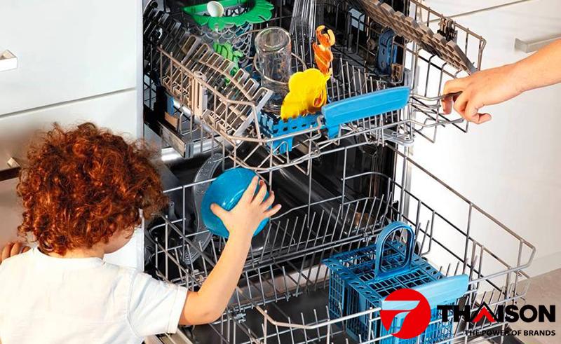 Rửa diệt khuẩn với máy rửa bát