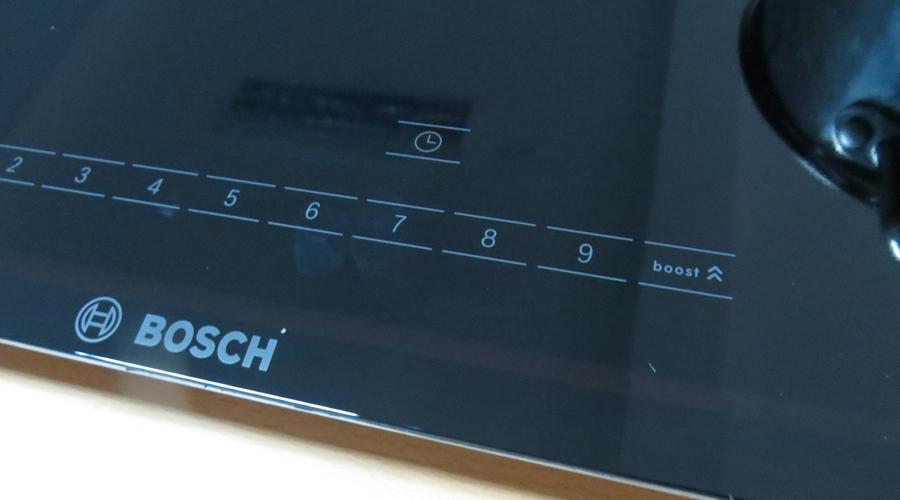 bảng điều khiển tối giản của dòng bếp từ đôi Bosch PMI968MS